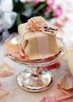 individual present cake