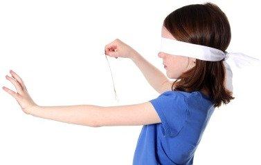 girl blindfold game